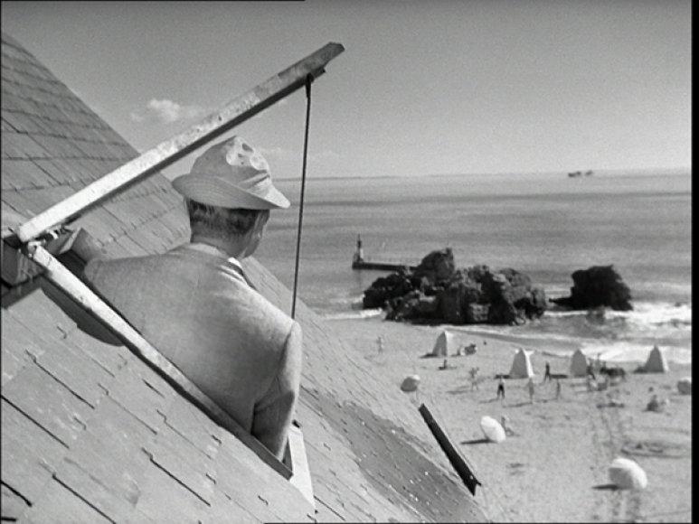 Kadras iš Jacques Tati filmo Pono Julo atostogos