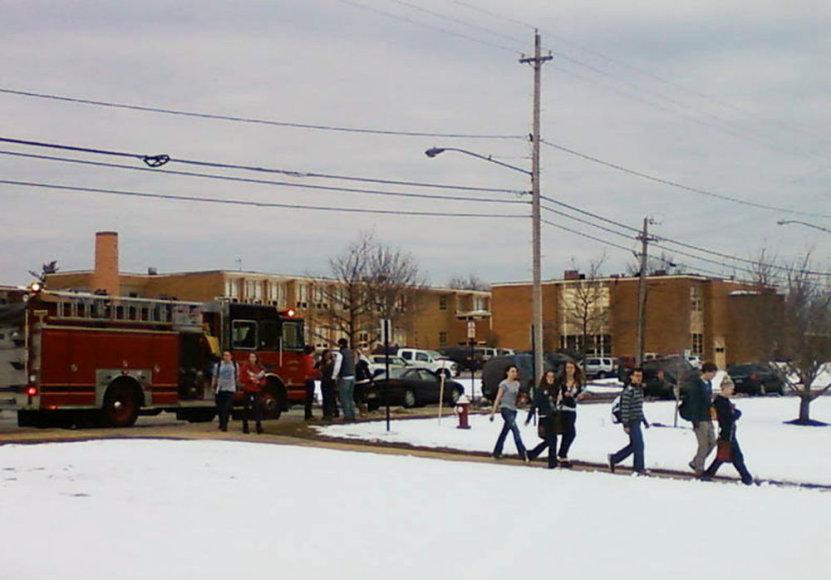 Iš Čardono mokyklos, kurioje vyko susišaudymas, evakuojami moksleiviai