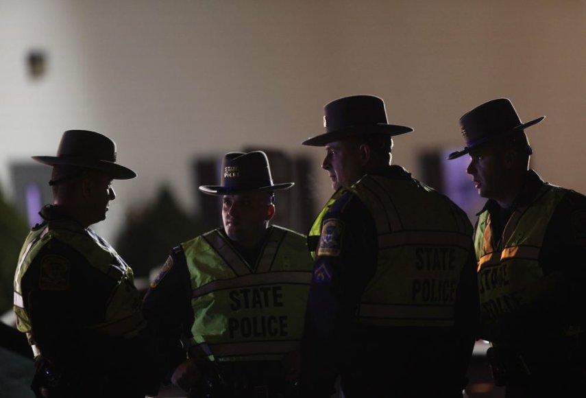 Šimtai amerikiečių pagerbė per susišaudymą mokykloje žuvusių žmonių atminimą
