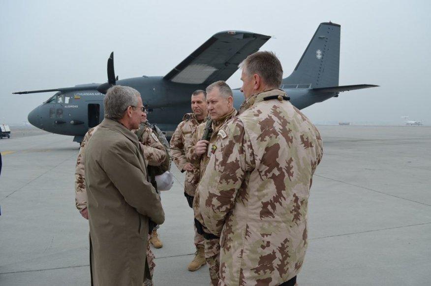 Lietuvos kariuomenės vadas Arvydas Pocius lanko Afganistane tarnaujančius Lietuvos karius