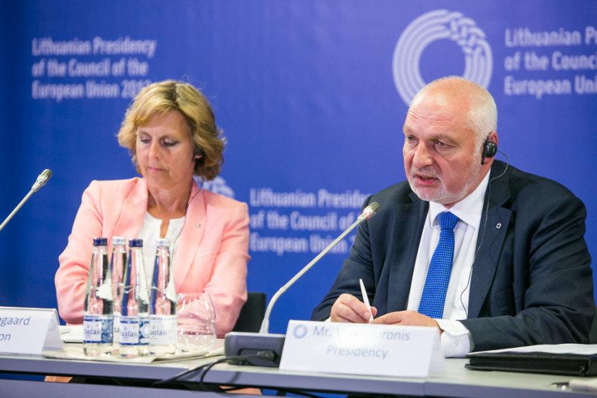 Europos Komijios narės Connie Hedegaard ir aplinkos ministro Valentino Mazuronio spaudos konferencija vykstant neformaliam aplinkos ministrų susitikimui.