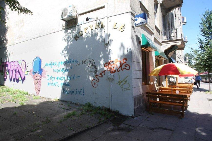 Kaip vieną iš chuliganizmo pavyzdžių H.Surovičius nurodė Pylimo ir K.Kalinausko gatvių sankryžoje esančią kepyklėlę.