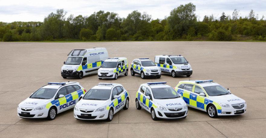 """""""Vauxhall"""" policijos automobiliai"""