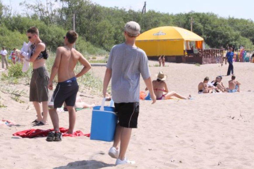 Čeburekais paplūdimiuose prekiavo nelegaliai dirbantys žmonės.