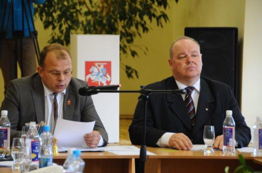 E.Skarbalius ir S.Karbauskas priversti palikti savo postus.