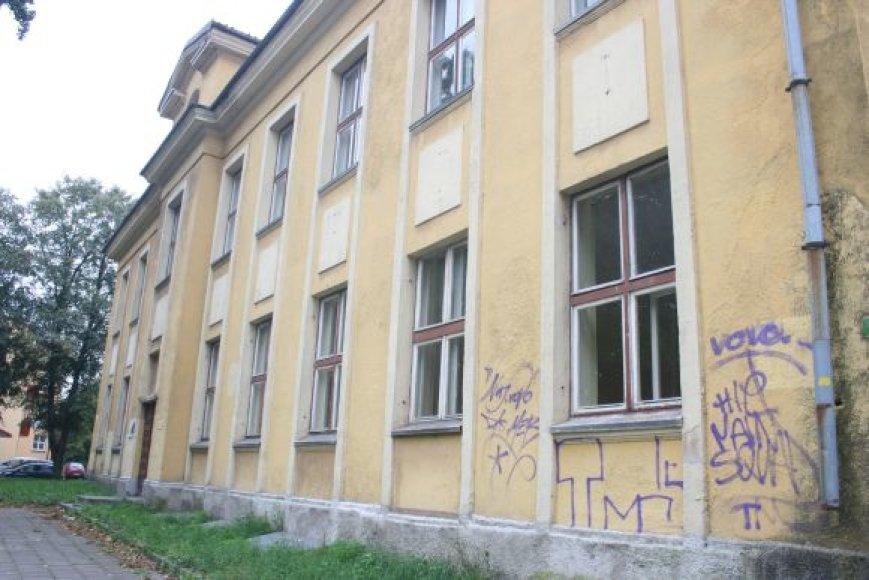 Buvusios mokyklos pastatas tapo vaiduokliu.