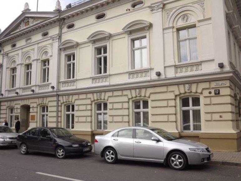 Oficialią Klaipėdos regiono plėtros tarybos salę Danės gatvėje politikai iškeitė į privačias sodybas.