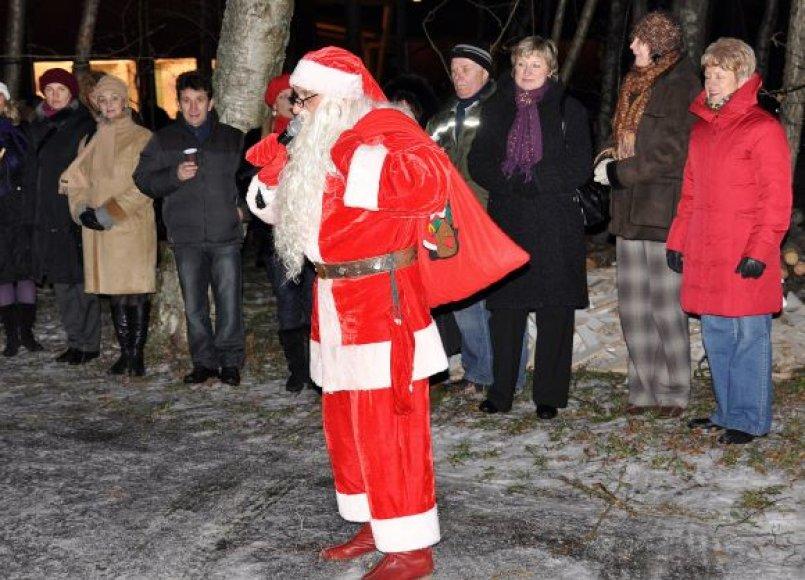 Pastaruosius dvejus metus savivaldybės darbuotojai Kalėdas šventė Girulių kempinge.