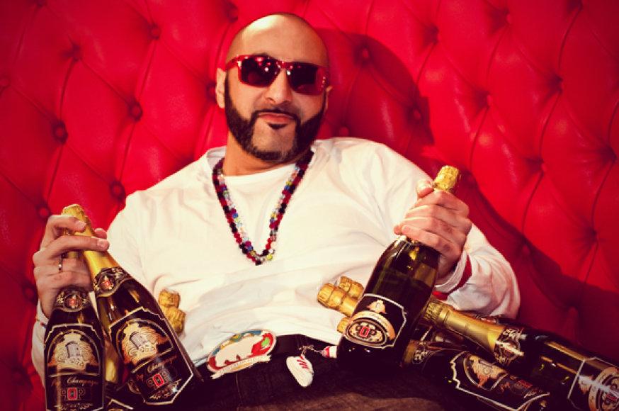 "Sezzy vakarėlio serijos ""Pop Champagne"" debiuto metu"
