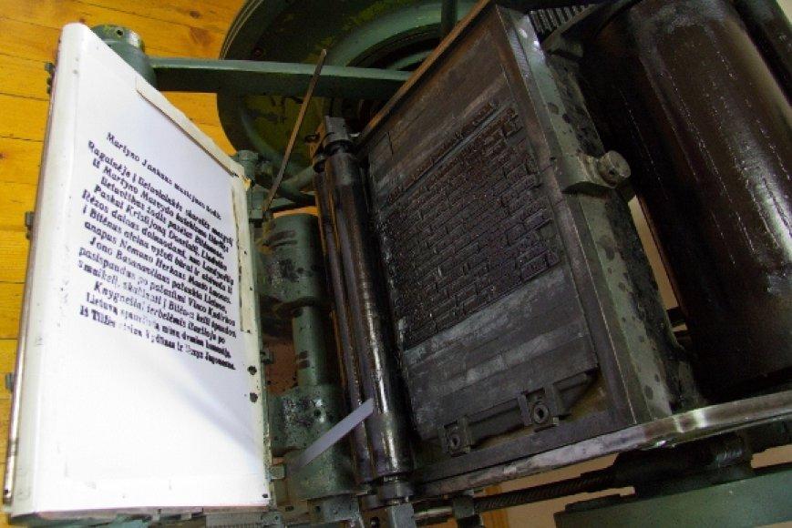 Spaustuvininko Sauliaus Jokužio muziejui dovanota spausdinimo mašina M. Jankaus muziejuje Bitėnuose