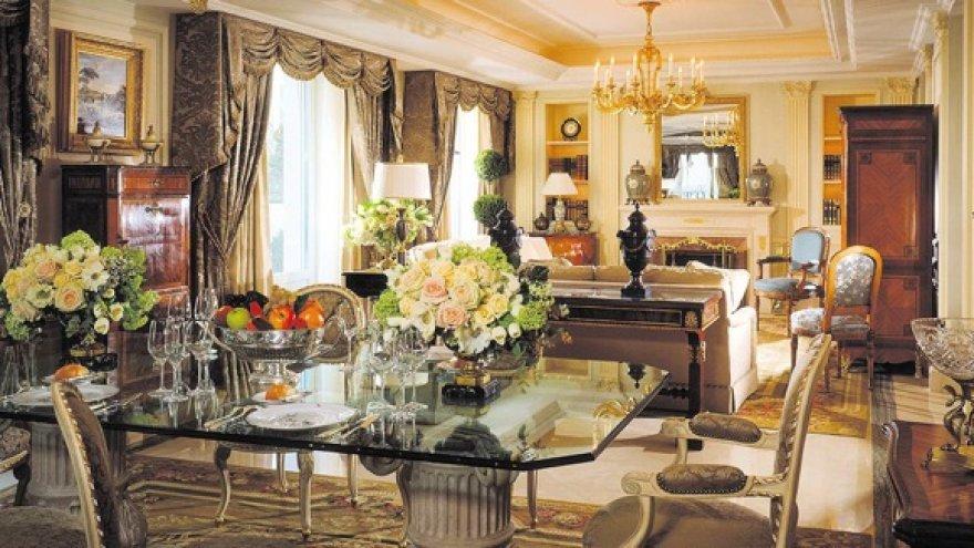 Senoviniai baldai kuria karališką interjerą