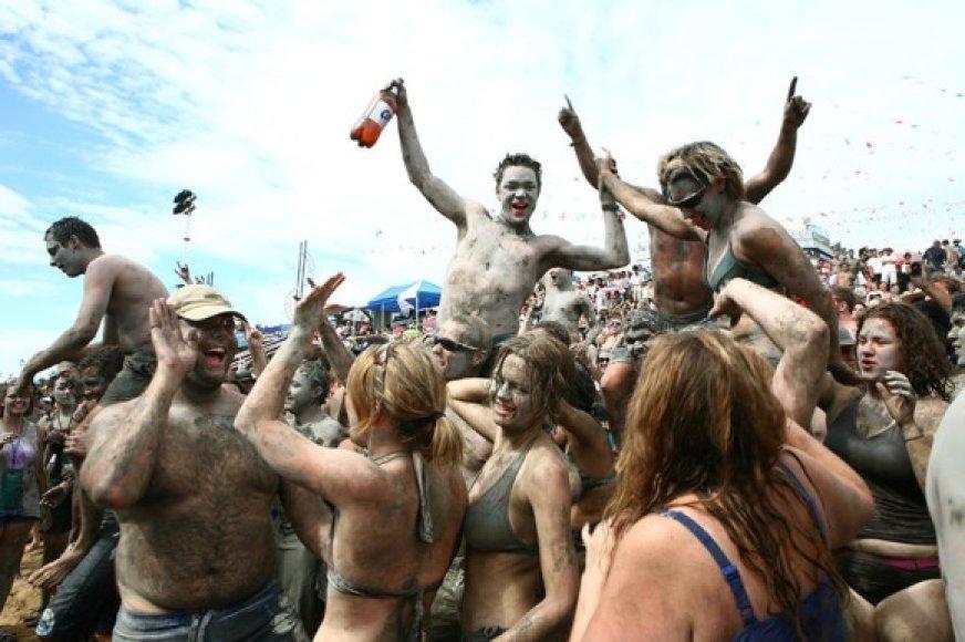 Festivalyje kiekvienais metais šėlsta ir vietiniai, ir vakariečiai