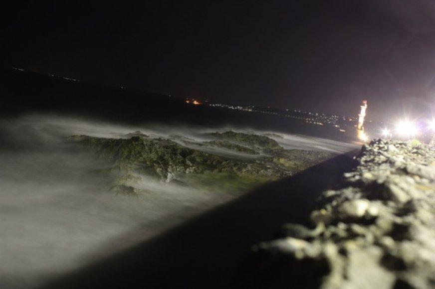 Chanijos švyturys ir pakrantė naktį