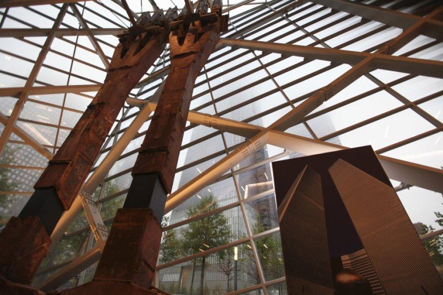 Plieninės konstrukcijos iš Pasaulio prekybos centro dangoraižių