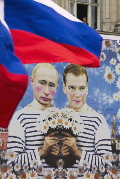 Несколько плакатов на берлинском гей-параде были посвящены гомофобии в России