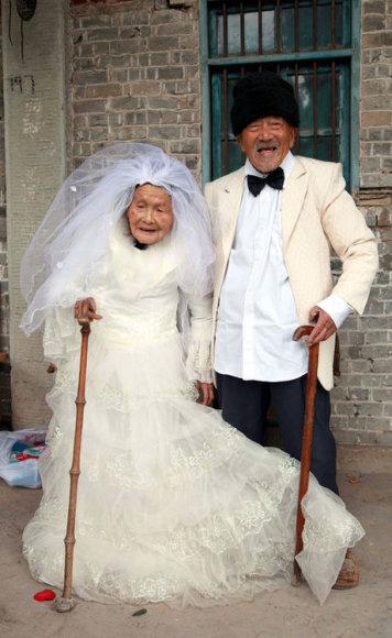 101-летний У Цунхань и его 103-летняя супруга У Сунши.
