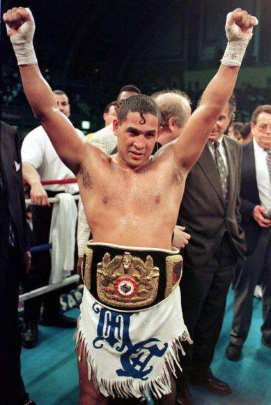Эктор Камачо в 1997 году после победы с поясом чемпиона мира.