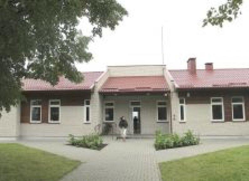 Prieš 6metus atstatyta už 2mln.Lt Šakviečio mokykla uždaroma.Daivos Sitnikienės nuotr.