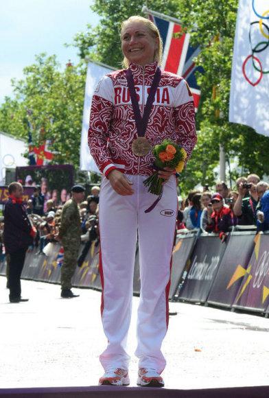 Ольга Забелинская с бронзовой медалью Олимпиады.