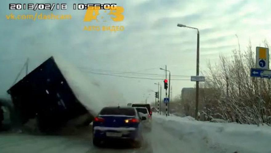 видео обнаженных на дорогах
