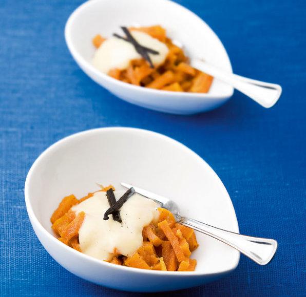 Keptų moliūgų desertas su vaniliniu padažu