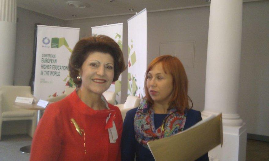 Androulla Vassiliou (kairėje)