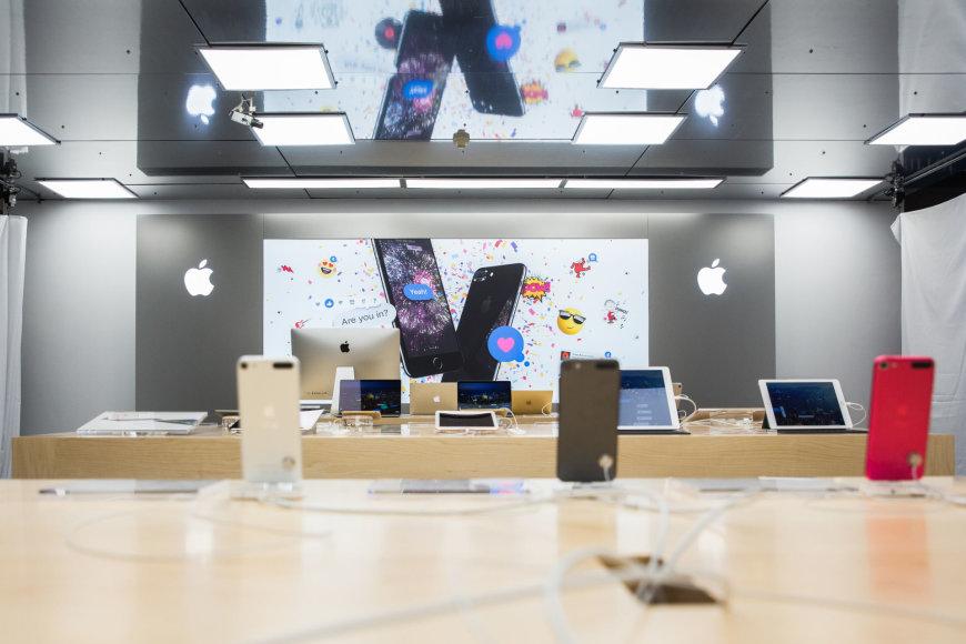 """Luko Balandžio / 15min nuotr./Lietuvoje atidaryta pirmoji """"Apple Shop"""""""