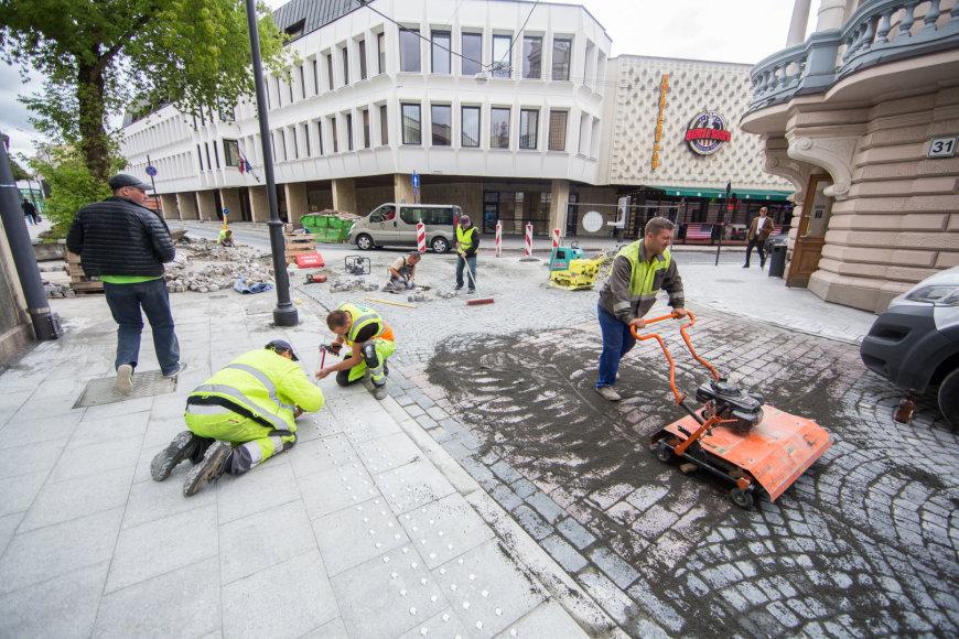 Luko Balandžio / 15min nuotr./Vilniaus gatvė iki planuojamos rekonstrukcijos pabaigos likus kelioms valandoms