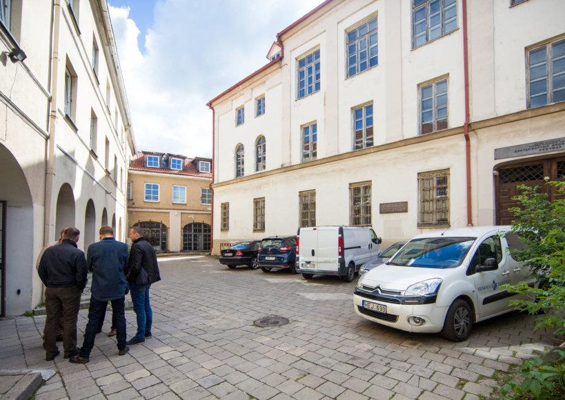 Luko Balandžio / 15min nuotr./Namas Vilniaus Rūdininkų g., kuriame du butai liko be jokio vandens