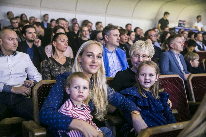 Viganto Ovadnevo/Žmonės.lt nuotr./Indrė Stonkuvienė su vaikais