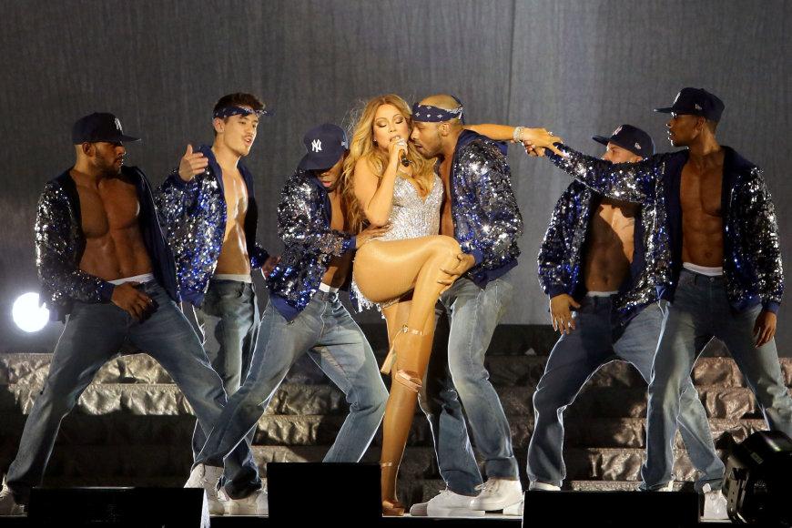 Teodoro Biliūno/Žmonės.lt nuotr./Mariah Carey ir Bryanas Tanaka (antras iš kairės)