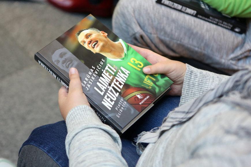 """Teodoro Biliūno/Žmonės.lt nuotr./Šarūno Jasikevičiaus knygos """"Laimėti neužtenka"""" pristatymas"""
