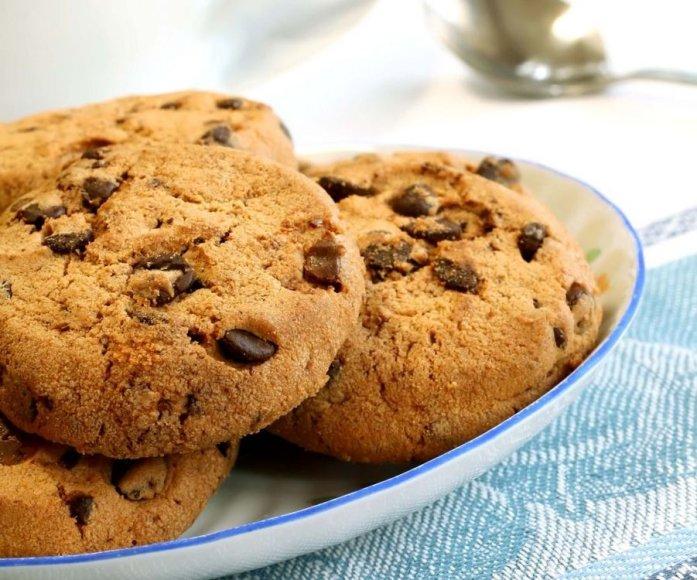 Sviestiniai sausainiai su šokolado gabalėliais