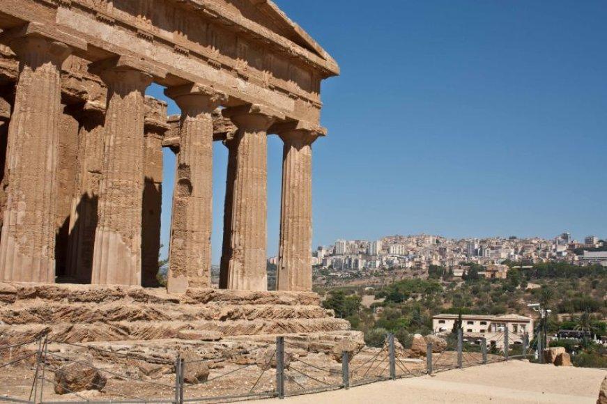 Konkordija ir Agrigento fone