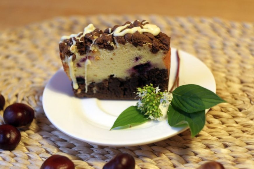 Varškės pyragas su juodaisiais serbentais