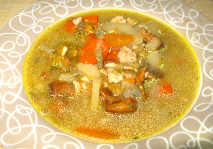 Daržovių - voveraičių sriuba su vištiena
