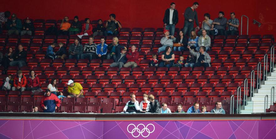 Tuščios vietos olimpiniame futbolo stadione
