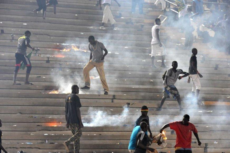Riaušės futbolo mačo metu Senegale