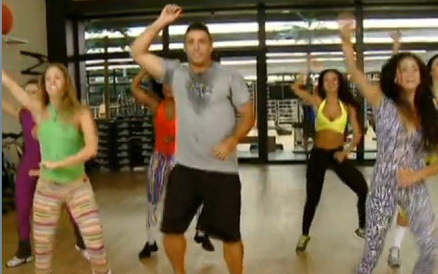 """Ronaldo šoka """"Gangnam"""" stiliumi"""
