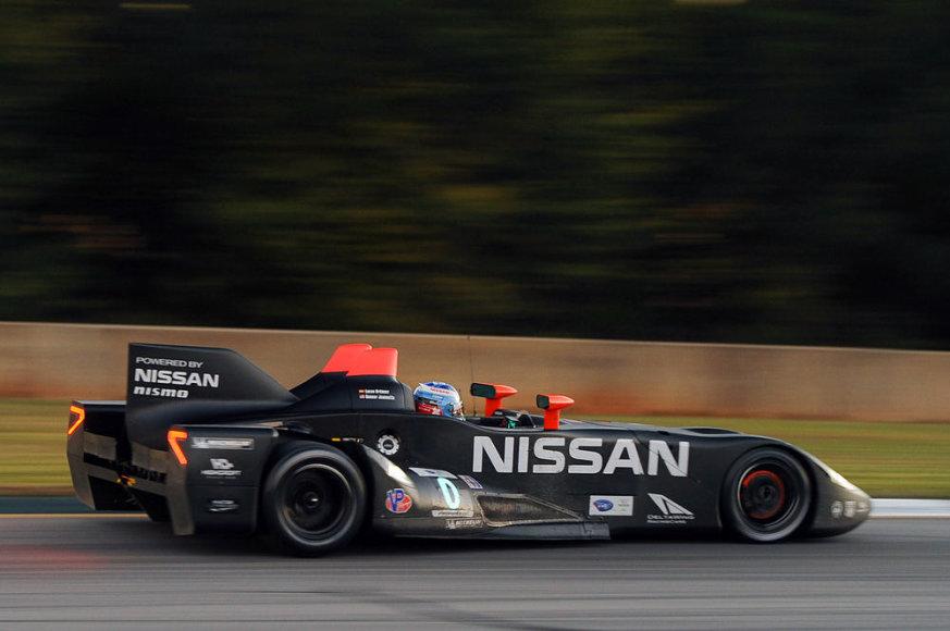 """""""Nissan DeltaWing"""" lenktynių trasoje"""