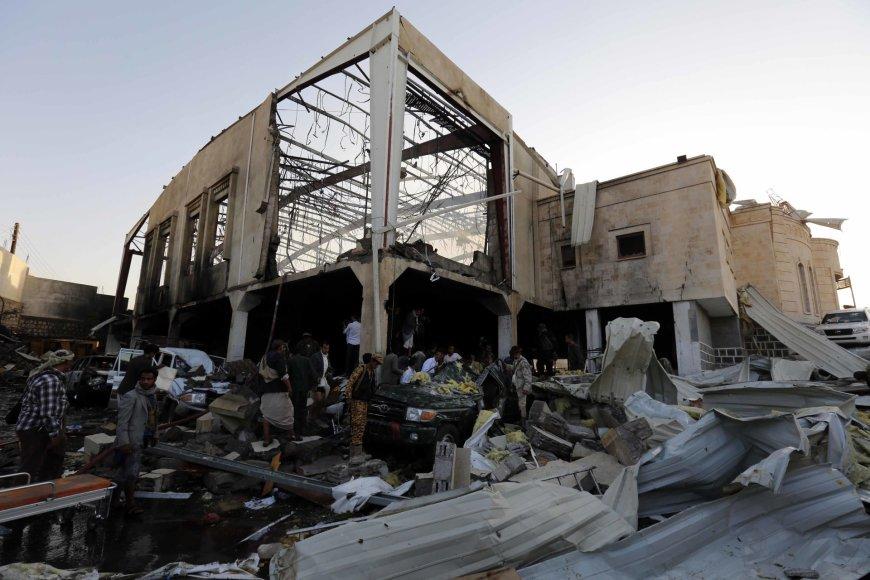 """Scanpix""/""Xinhua""/""Sipa USA"" nuotr./Po oro smūgių Jemene"