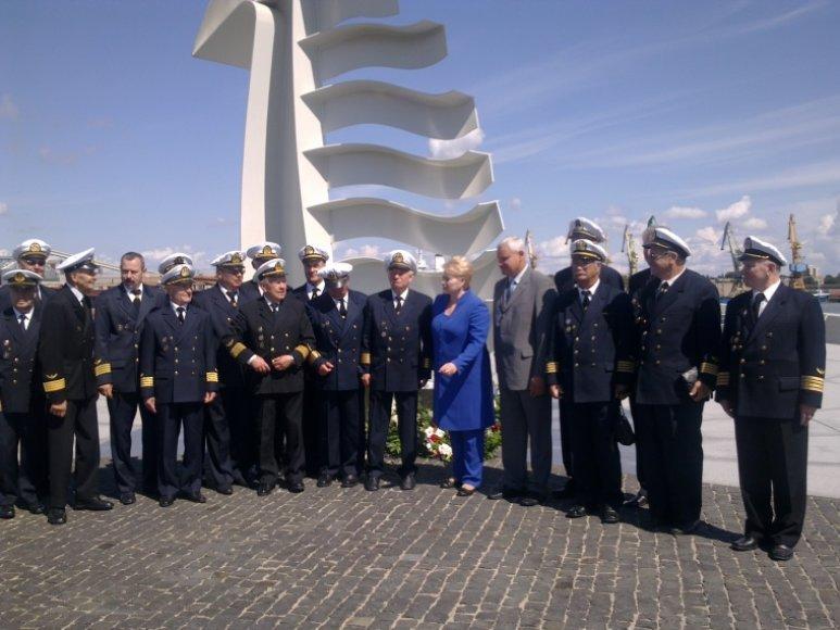 """Dalia Grybauskaitė prie """"Albatroso"""" paminklo dalyvavo negrįžusiųjų iš jūros pagerbimo ceremonijoje"""