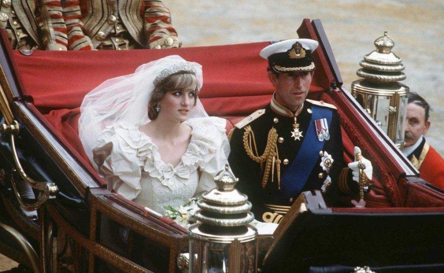 Princas Charlesas ir Princesė Diana vestuvių dieną