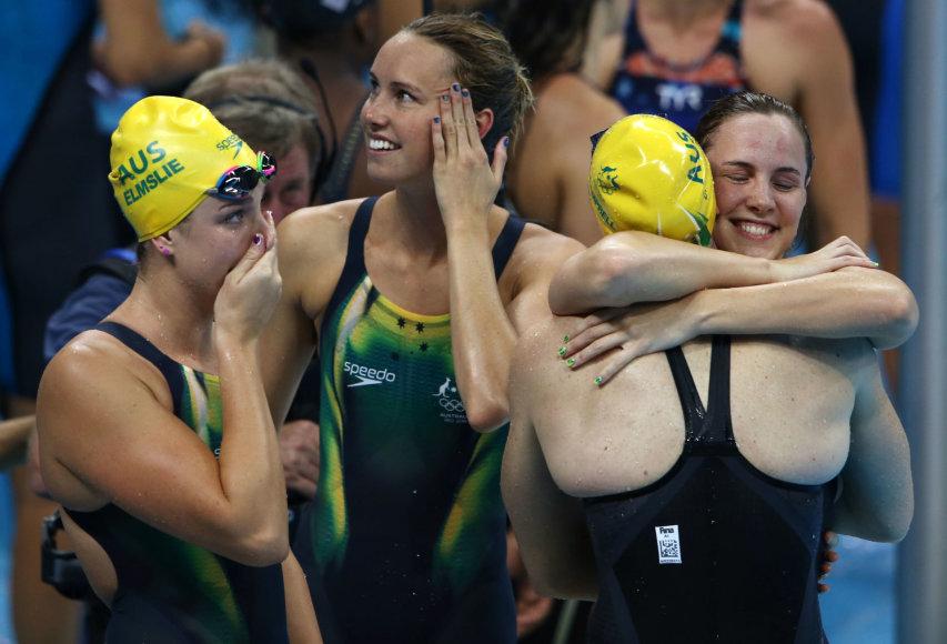 """""""Reuters""""/""""Scanpix"""" nuotr./Australijos plaukikės – olimpinės 4 po 100 m laisvuoju stiliumi čempionės"""