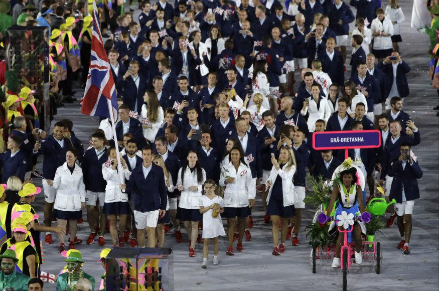 """AFP/""""Scanpix"""" nuotr./Didžiosios Britanijos vėliavą nešė Andy Murray"""