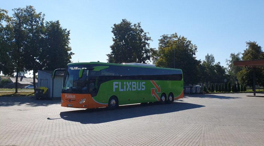 """L.Tubio/15min nuotr./Kompanijos """"Flixbus"""" autobusas Marijampolėje"""