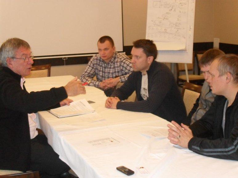 Baltarusijos delegacija susitikime su prancūzu Patricku Robinu
