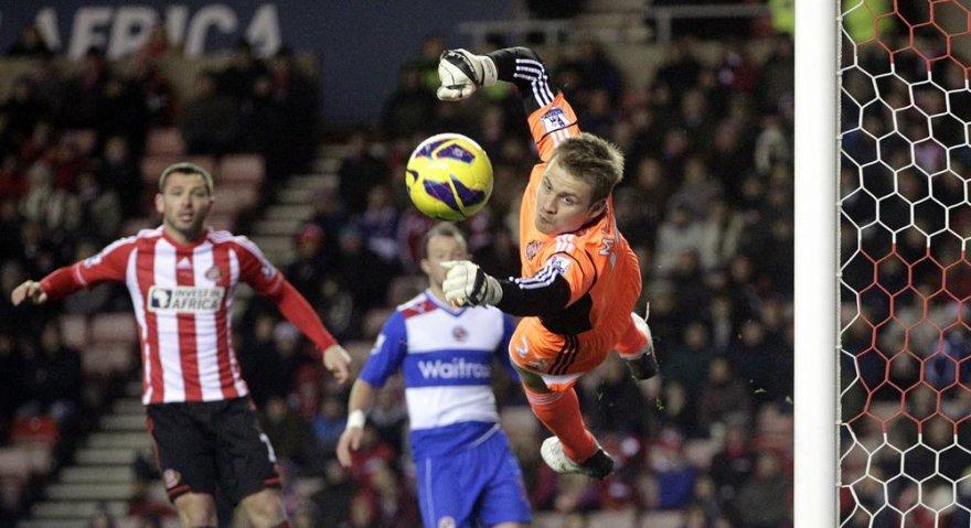 """""""Sunderland"""" ekipos vartininkas belgas Simonas Mignoletas nepraleido įvarčio."""