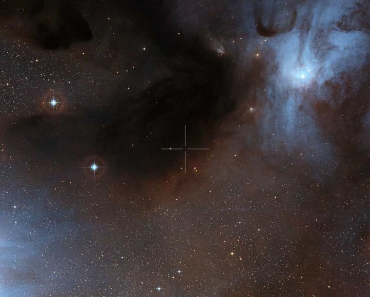 Tyrimą vykdę astronomai ALMA objektyvą nukreipė į jauną rudąją nykštukę ISO-Oph 102 (dar žinomą Rho-Oph 102 pavadinimu), Gyvatnešio Ro žvaigždžių formavimosi regione