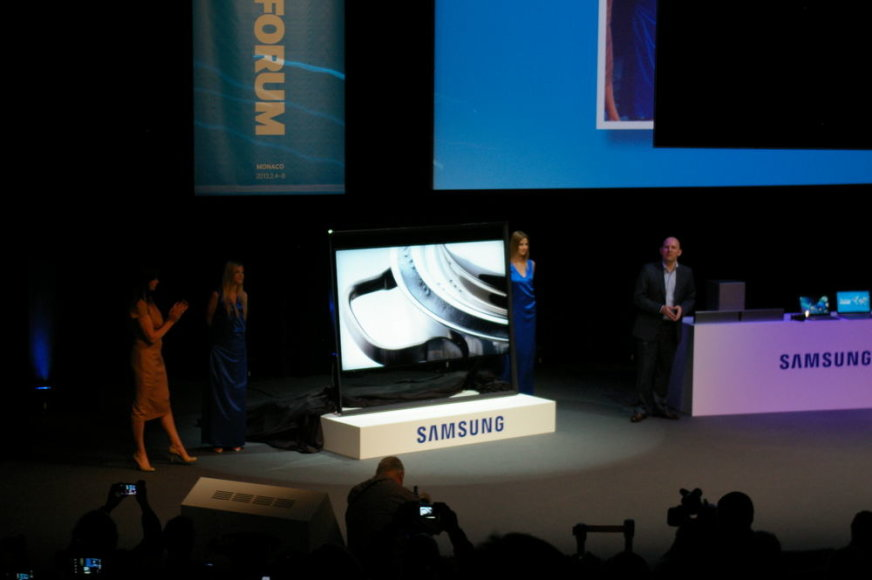 """Pirmasis aukštos klasės """"S9"""" serijos atstovas, rodantis UHD (angl. Ultra high definition) vaizdą"""